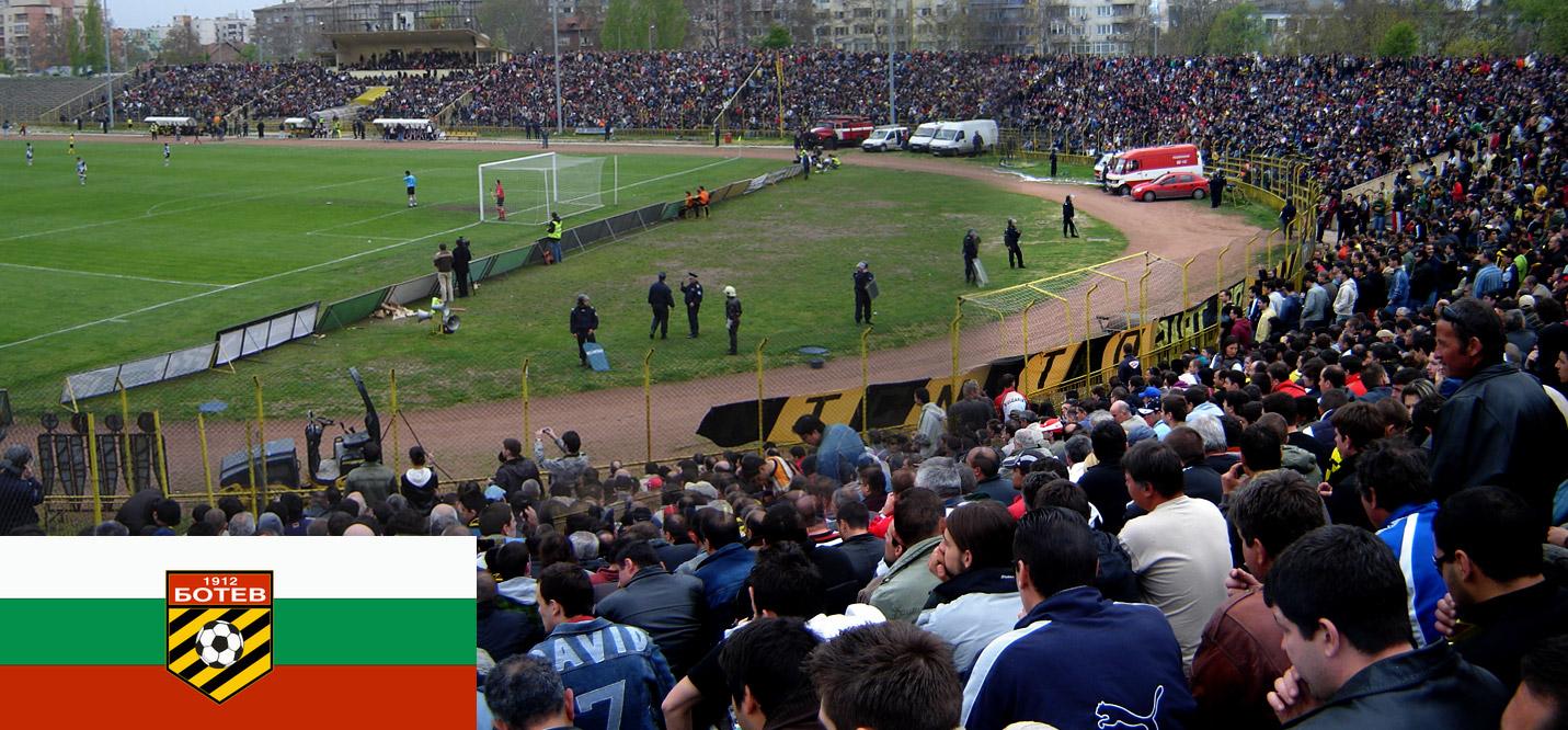 панорамна снимка на трибуните на стадион Христо Ботев