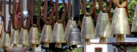 чамове - камбани в центъра на триград